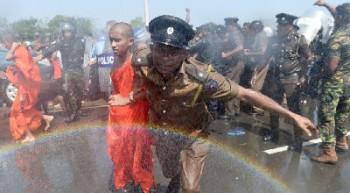 چندین انفجار در سریلانکا بیشاز ۲۰۷ کشته و صدها زخمی برجای گذاشت