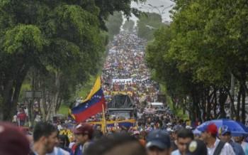 رهبر مخالفان ونزوئلا: مردم بزرگترین تظاهرات تاریخ را برگزار کنند