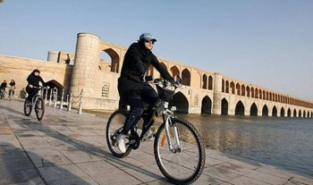 می خواهند اصفهان را مانند خیابانِ منحرفِ آمستردام هلند کنند