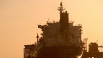 دو نفتکش عربستان در آب های امارات هدف حمله قرار گرفتند