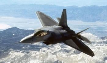آمریکا ۱۲جنگنده اف ۲۲ به خلیج فارس اعزام کرد