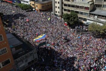 تظاهرات دوباره دهها هزار تن از طرفداران رهبر مخالفان ونزوئلا