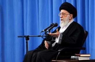 رهبر انقلاب: آمریکا می خواهد این منطقه روی آرامش نبیند