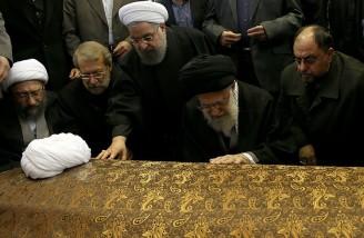 اقامه نماز بر پیکر «یار دیرین» به امامت رهبر انقلاب