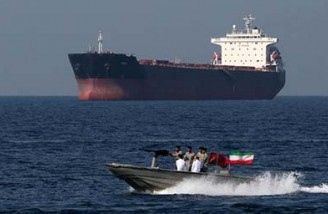 سپاه پاسداران یک نفتکش خارجی را به همراه ۱۲ خدمه توقیف کرد