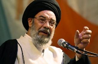 خطیب جمعه اصفهان: ناوگان میلیاردی آمریکا با یک موشک نابود میشود