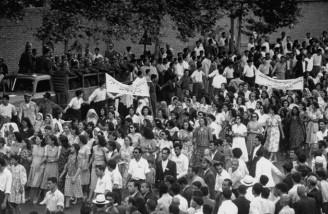 تظاهرات کارگران شرکت نفت ایران و انگلیس در اعتراض به پایین بودن دستمزد علیه دولت بریتانیا| تاریخ نامعلوم