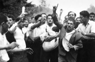 طرفداران دکتر مصدق پس از به خشونت کشیده شدن تظاهرات در حمایت از وی| 30 تیر 1331