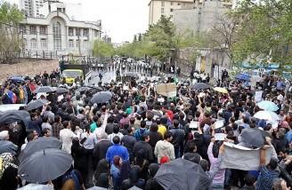 تجمع مردم مقابل سفارت عربستان