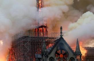 آتش سوزی در کلیسای جامع «نتردام دُ پاری» اندکی پیش از ساعت ١٩ بوقت محلی در بخش شرقی ساختمان آغاز شد و بسرعت تمام سقف بنا را سوزاند|REUTERS|Benoit Tessier