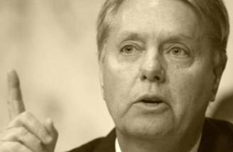 یک سناتور آمریکایی خواستار حمله به پالایشگاه های ایران شد