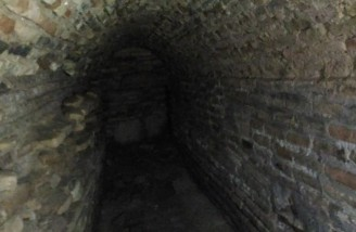 راهروی کشف شده در زیر مسجد از میدان نقش جهان هم بزرگتر است