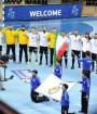 تیم ملی هندبال ایران پیش از شروع مسابقه سلام نظامی داد